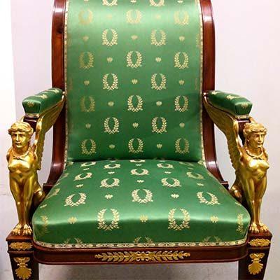 Entretien fauteuil ancien en soie