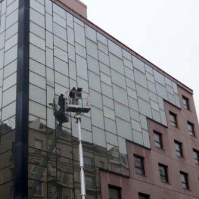 Lavage vitres bureaux avec nacelle